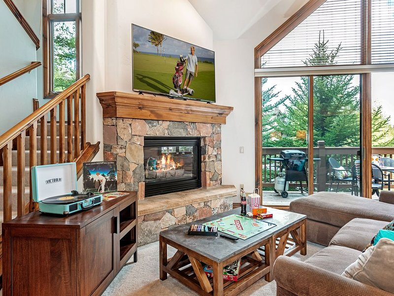 Beautiful Arrowhead Townhouse with Community Hot Tub and Superb Ski Access, vacation rental in Edwards
