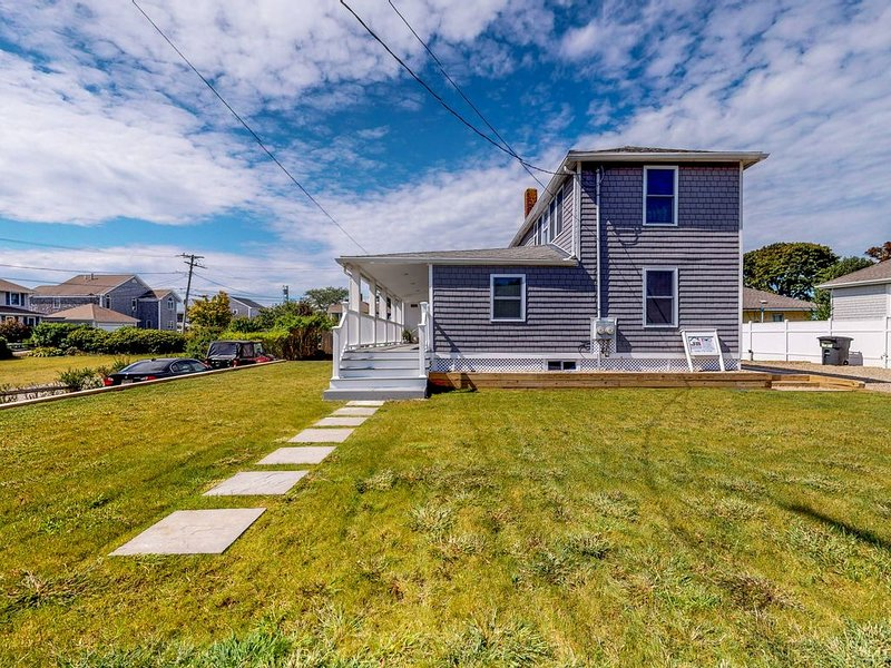 Stylish, modern home with ocean views - 500 feet to the beach!, holiday rental in West Yarmouth