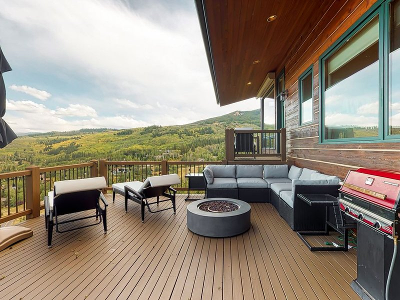 Gorgeous mountain mansion w/amazing views, private pool table- close to slopes!, alquiler vacacional en Snowmass Village