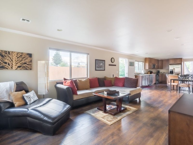 Clean, Cool & Comfy Home for Your Fall Retreat.  Perfect Location in Flagstaff!, location de vacances à Flagstaff