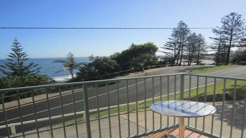 Waterfront unit, quiet spot, shipping lane view, casa vacanza a Kings Beach