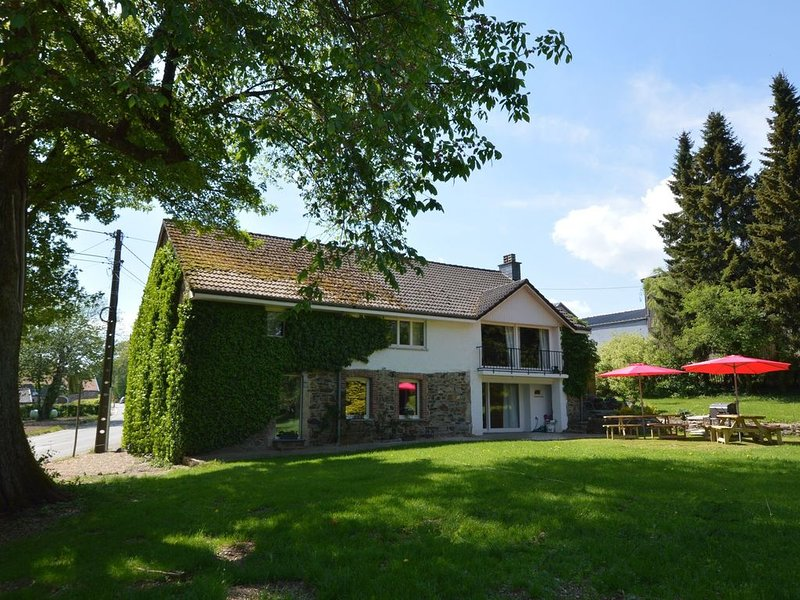 Lovely Holiday Home in Francorchamps with Private Garden, holiday rental in Hockai