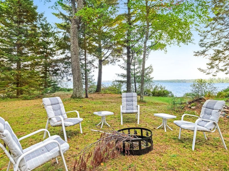 Waterfront cabin w/ sunrise lake view, firepit, deck & gas grill - 1 dog OK!, holiday rental in Arbor Vitae