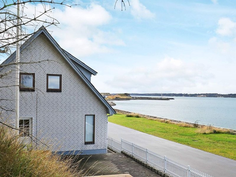 Modern Holiday Home in Farsø with Terrace, Ferienwohnung in Vile