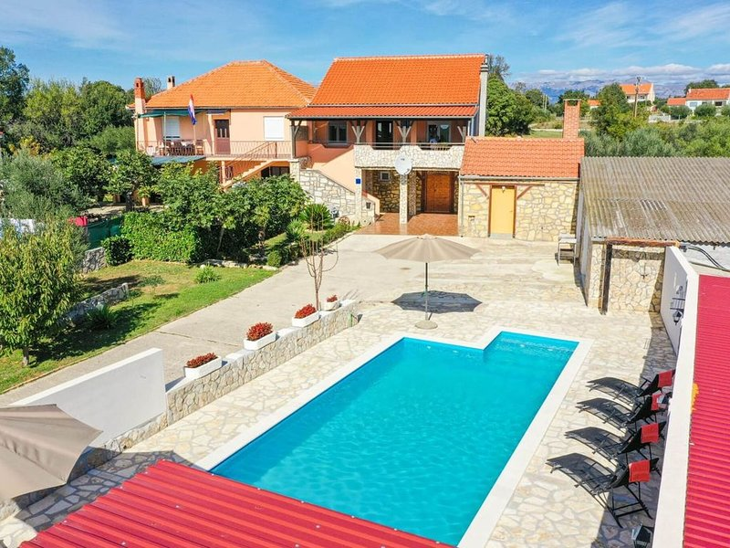 Charming Villa in Poličnik with Swimming Pool, vacation rental in Policnik
