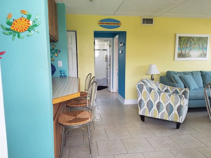 Beachside Condo 2 Minute Walk to Beach, alquiler vacacional en Cocoa Beach