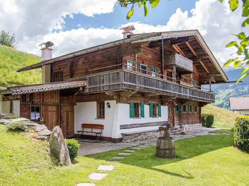 Alpenchalet  mit eigenen Garten, holiday rental in Stummerberg