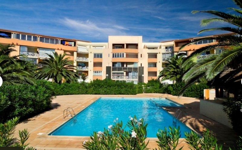 Les pieds dans l'eau. Direct plage. Trés bonne exposition jardin privatif, alquiler vacacional en Cap-d'Agde