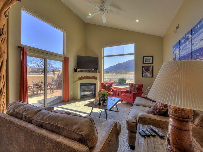 Amazing Views, 2 King Beds, Pool (seasonal) & Hot tub., location de vacances à Moab