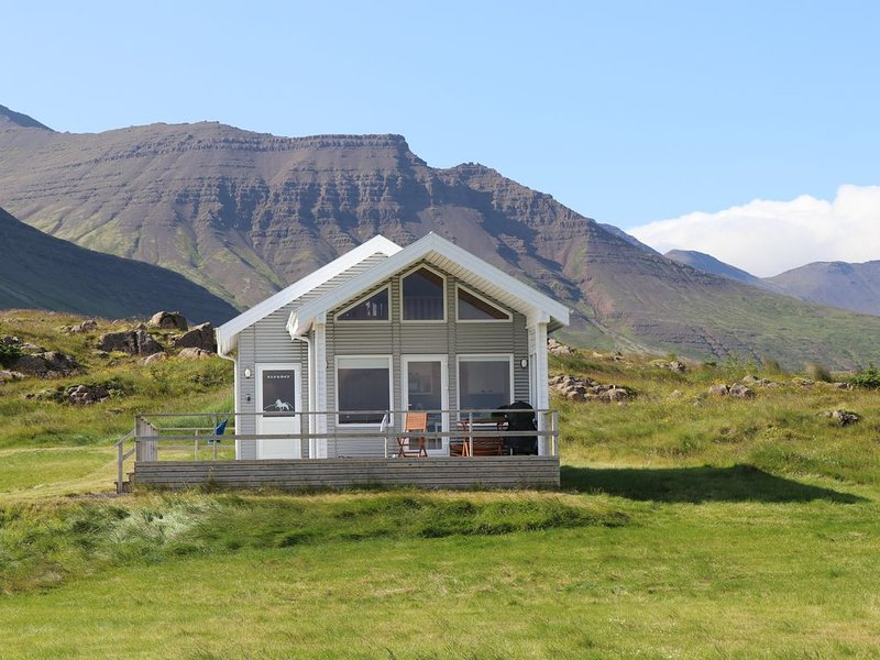 Premium 4-Person Cottage on Horse Farm on Snaefellsnes Peninsula (West Iceland), holiday rental in West Region