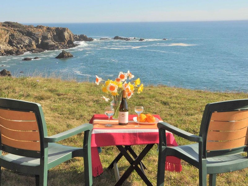 Ocean Hideaway:  Your Romantic And Private Oceanfront Retreat!, holiday rental in Jenner