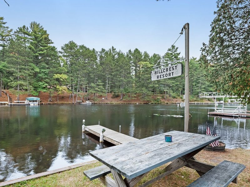 New listing! Cozy lake cabin with access to lakefront pier & community firepit!, vacation rental in Manitowish Waters