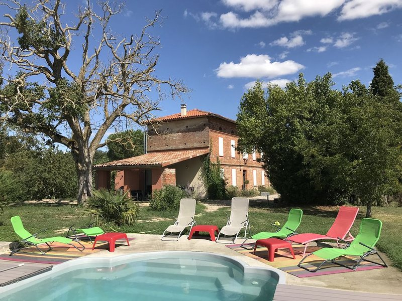 Maison Vue Pyrénées 12 personnes Piscine, location de vacances à Calmont