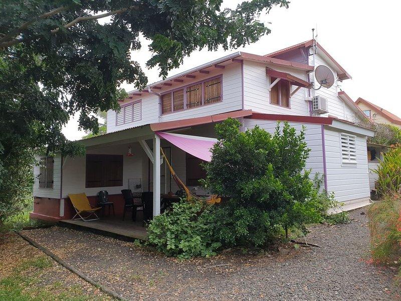Belle Maison Créole en bois avec jardin, vacation rental in Riviere-Salee