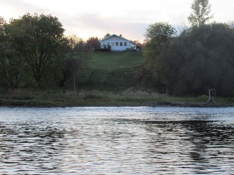 Rapids Overlook Vacation House, vacation rental in Parishville