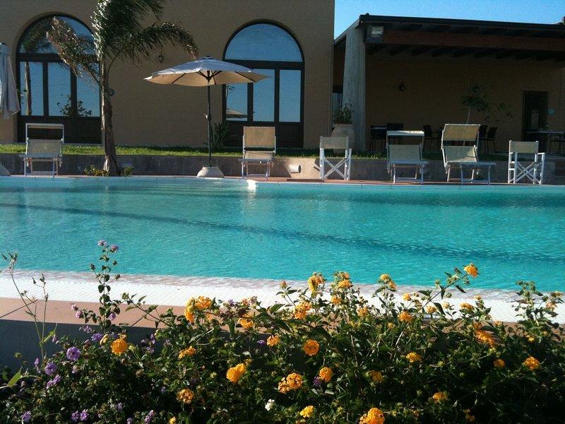 Appartamento in VILLA CON  PISCINA VISTA MARE SUD EST SICILIA, holiday rental in Scicli