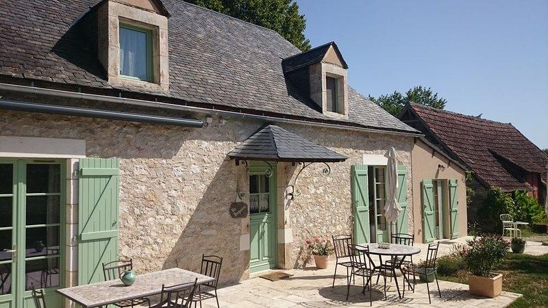 Proche MARTEL et ROCAMADOUR, au calme, charmante maison lotoise en pierre***, holiday rental in Baladou