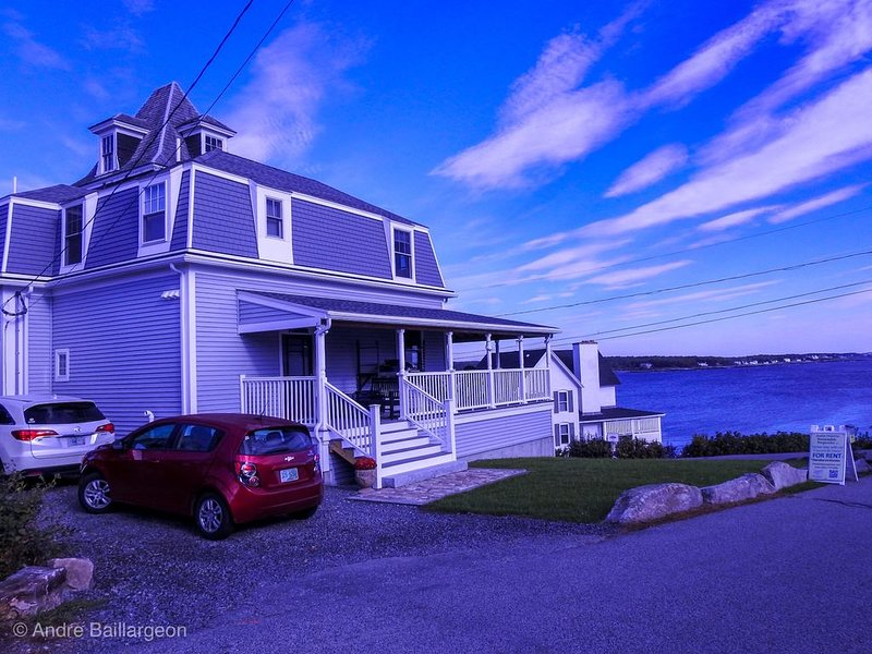 You will love this newly renovated property!  Come sit on our porch!, holiday rental in Cape Neddick