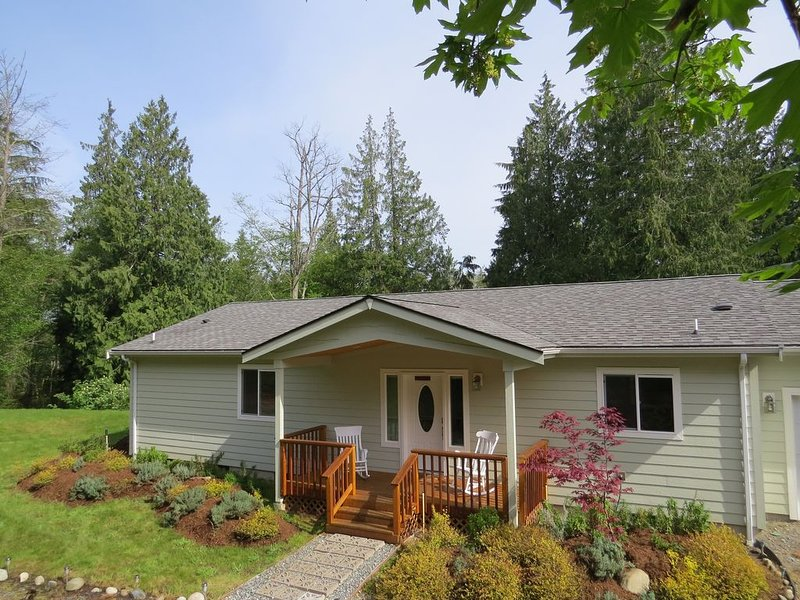 5 Acres of Solitude, a Restful Place To Rejuvenate, Winter Or Summer, holiday rental in Hansville