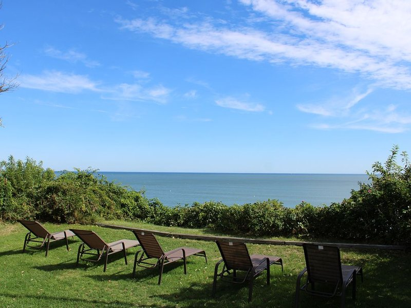 Beautiful Ocean Front Beach House - Summer 2017 Available and OFFSEASON DEALS!, vacation rental in Manomet
