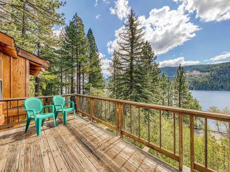 Comfortable and large family cabin with lake and mountain views!, holiday rental in Norden