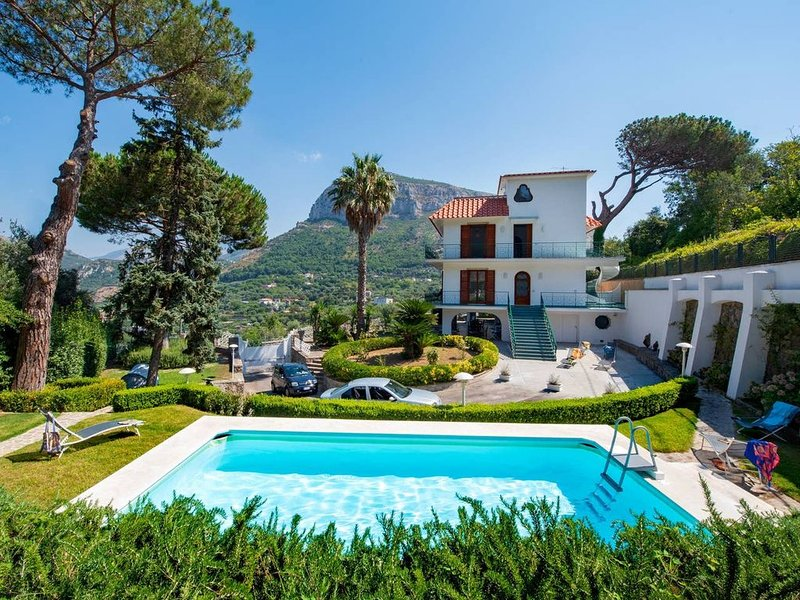 YOUR RELAX IN PENISOLA SORRENTINA, holiday rental in Piano di Sorrento