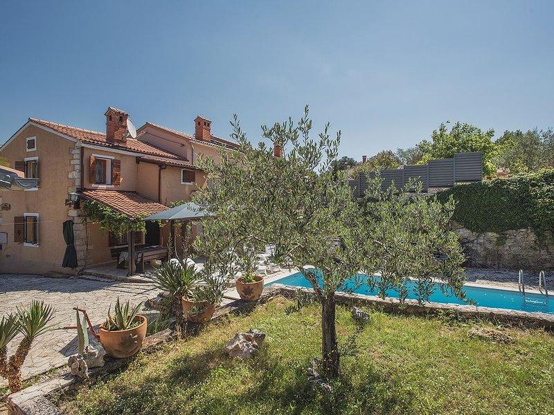 Renoviertes Steinhaus mit privaten Pool, Waschmaschine, Klima, WLAN, Terrasse un, holiday rental in Rakalj