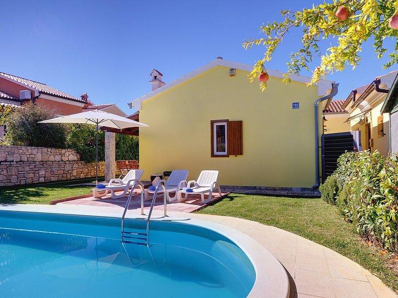 Charmante Finca nur 500 Meter bis zur kristallklaren Adria mit privatem Pool, Kl, casa vacanza a Banjole