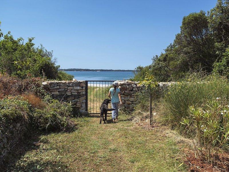 Traumhafte Strandfinca mit eigenem Zugang zum Strand und Klima, WLAN, BBQ, holiday rental in Fazana