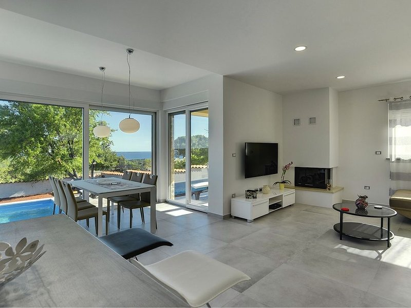 Traumhafte neue Villa mit privatem Pool, Klima, WLAN einer Sauna und schönem Mee, holiday rental in Barbariga