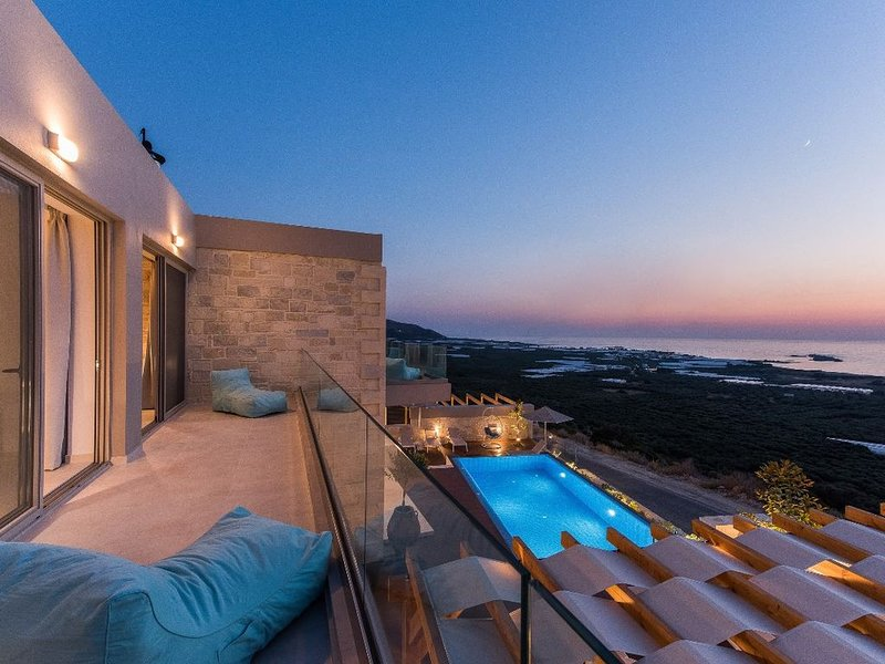 Double luxury villa with amazing sea & sunset view, ideal for big groups, vacation rental in Kavousi