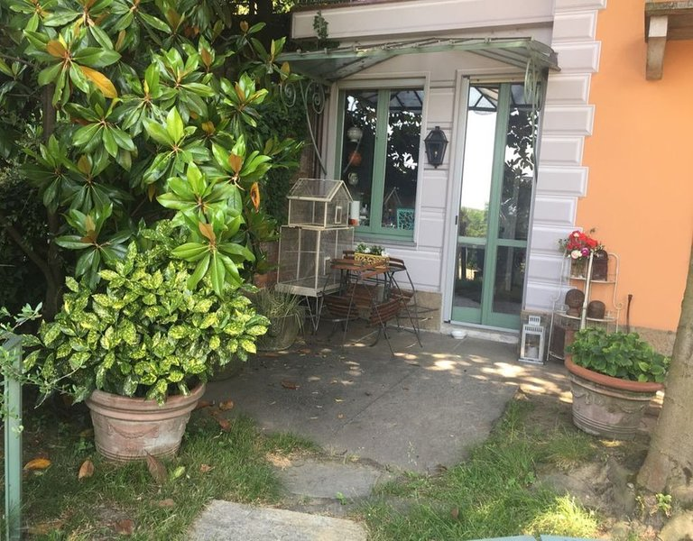 TORINO .LUXURY VILLA DE CHARME .2 Bdr. PARKING PRIVATE . Air Cond. jardi, vacation rental in Carignano