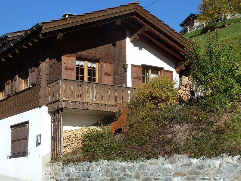 Das rustikale Ferienhaus am Sonnenhang, holiday rental in Gruesch