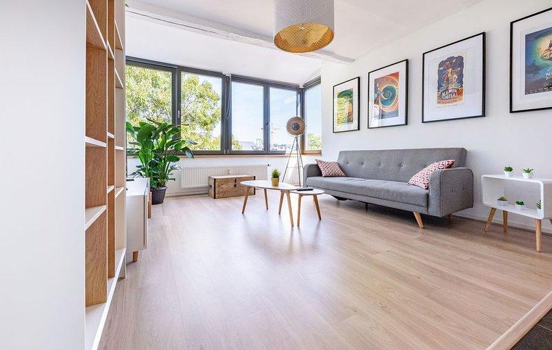Les Cerisiers - Triplex 3 chambres au Centre de Namur, holiday rental in Saint-Denis-Bovesse