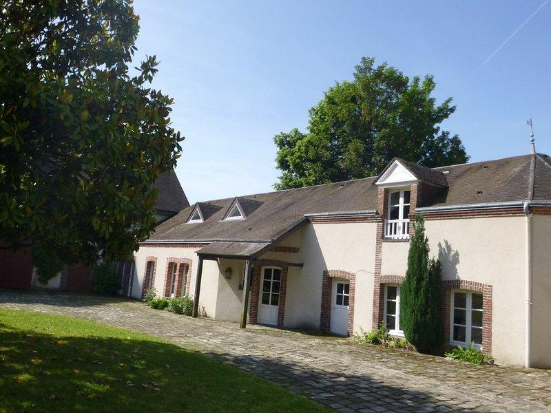 Appartement calme & verdure / proche gare et centre ville de Maintenon, vacation rental in Villemeux-sur-Eure