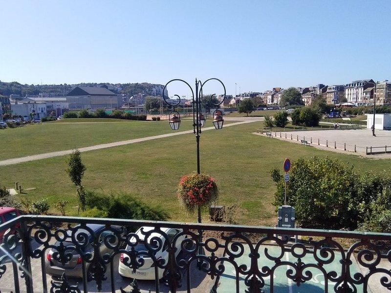 AGREABLE 3 PIECES EN DUPLEX, holiday rental in Eu