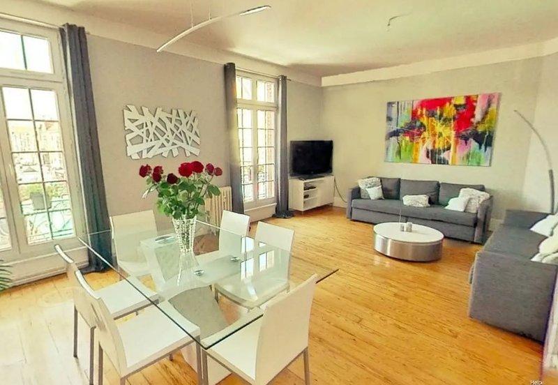 Appartement entier 100 M 2 au pied du beffroi d'Arras - hyper centre, vacation rental in Lens