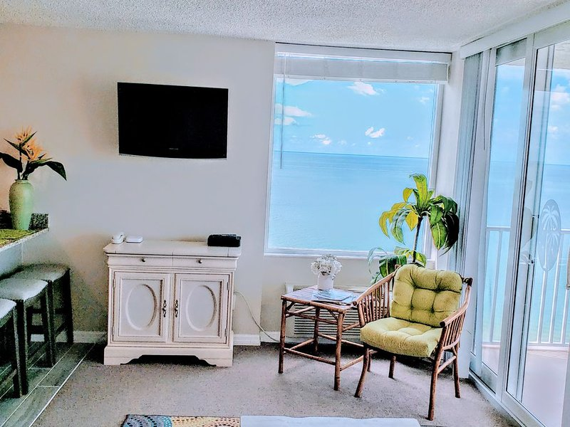 PENTHOUSE PANORAMIC VIEWS. SUITE PH6-A, vacation rental in Fort Myers Beach