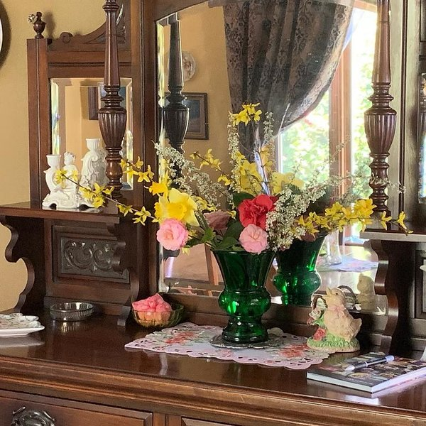Relax And Enjoy The Gold Country In A Charming, Yet Updated, 1891 Victorian Home, vacation rental in Grass Valley