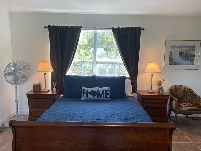 Above and Beyond Hill Country Apartment, vacation rental in Dripping Springs