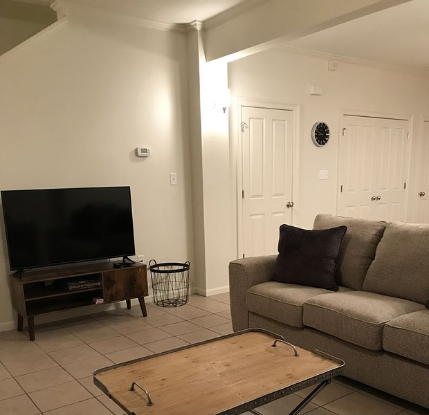 Clean and Comfortable Townhome 1.6 miles from LSU and downtown Baton Rouge, holiday rental in Baton Rouge