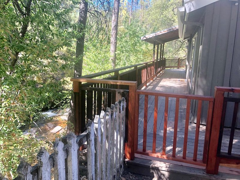 Tranquility House on Lewis Creek for Families --12 Miles to Yosemite South Gate, holiday rental in Oakhurst