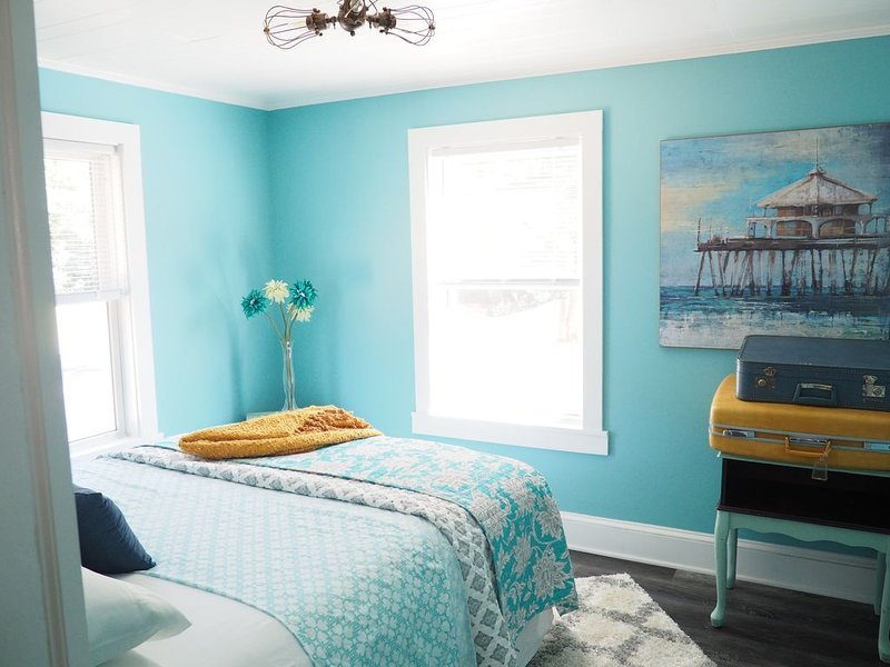 Shabby Chic bungalow in the heart of Cornelius, vacation rental in Concord