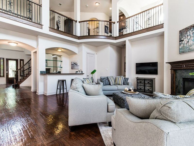 5 Bedroom Luxurious West Plano Home!, alquiler vacacional en The Colony
