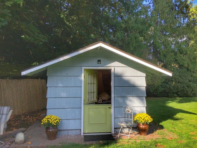 The Cedar Cabin at the Forest Farmstead, holiday rental in Poulsbo