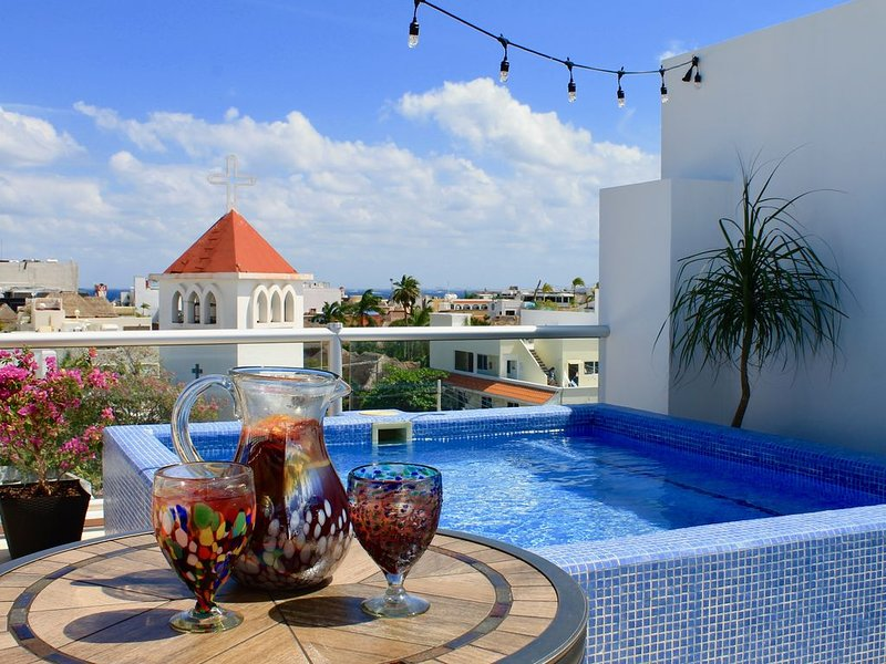 Ring in the New Year & watch watch 5 fireworks shows from the rooftop penthouse!, location de vacances à Playa del Carmen
