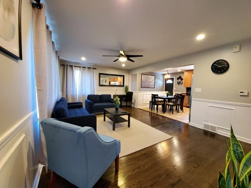 Albor Homes #3, Recently-Renovated!, holiday rental in Downers Grove