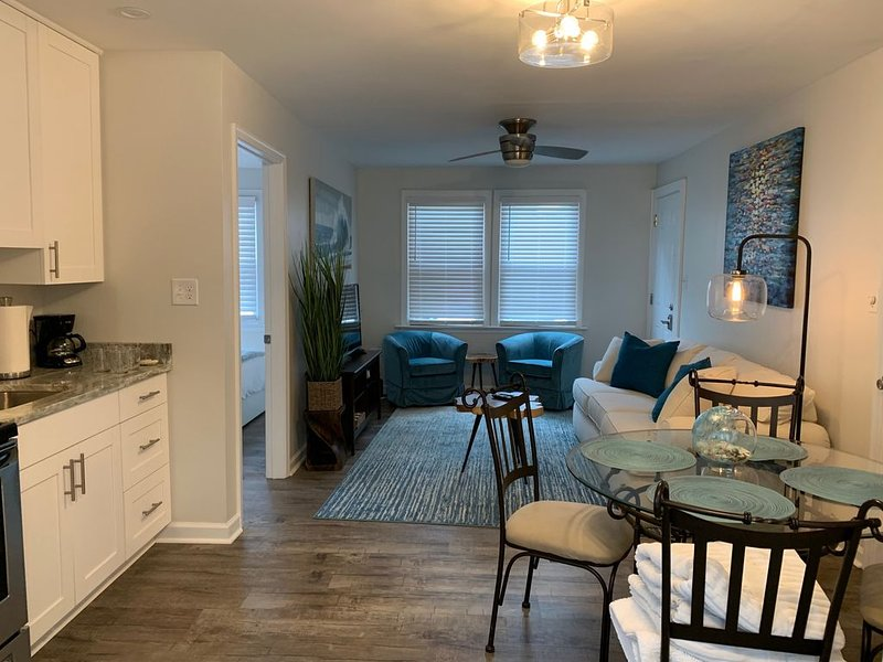 VA BEACH RETREAT in The ViBe District, alquiler de vacaciones en Virginia Beach