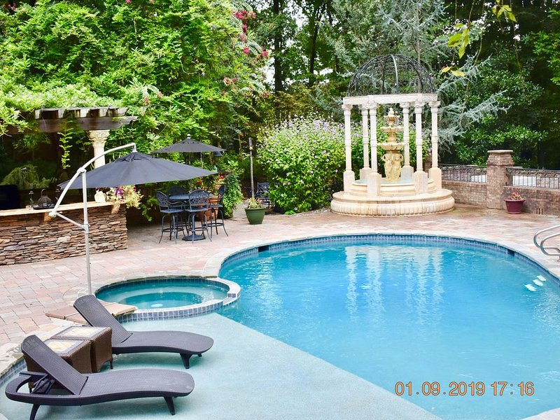 Annapolis Area Private, 3 Bedroom Pool, Jacuzzi & Sauna & Casino-Like Game Room, holiday rental in Davidsonville