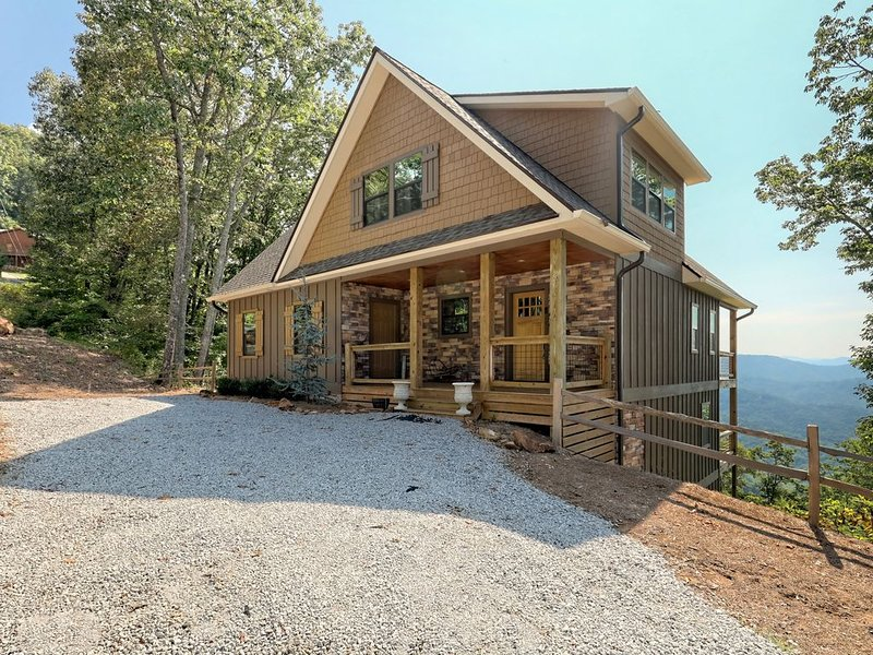 New Custom Home with the Best Views in Franklin! 3700ft Elevation!  Paved Roads, location de vacances à Franklin